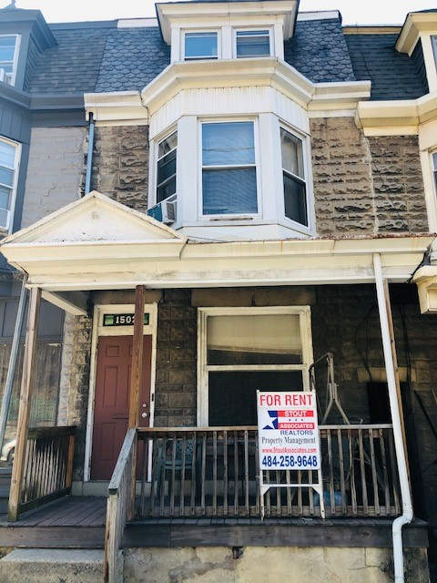 1502 Centre Ave Unit 1 – 2Bd 1Ba Heat, W/S/T Included $850